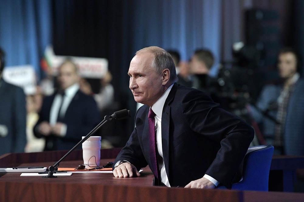 Владимир Путин во время большой пресс-конференции