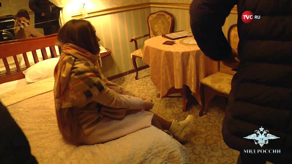 Задержанная в номере гостиницы