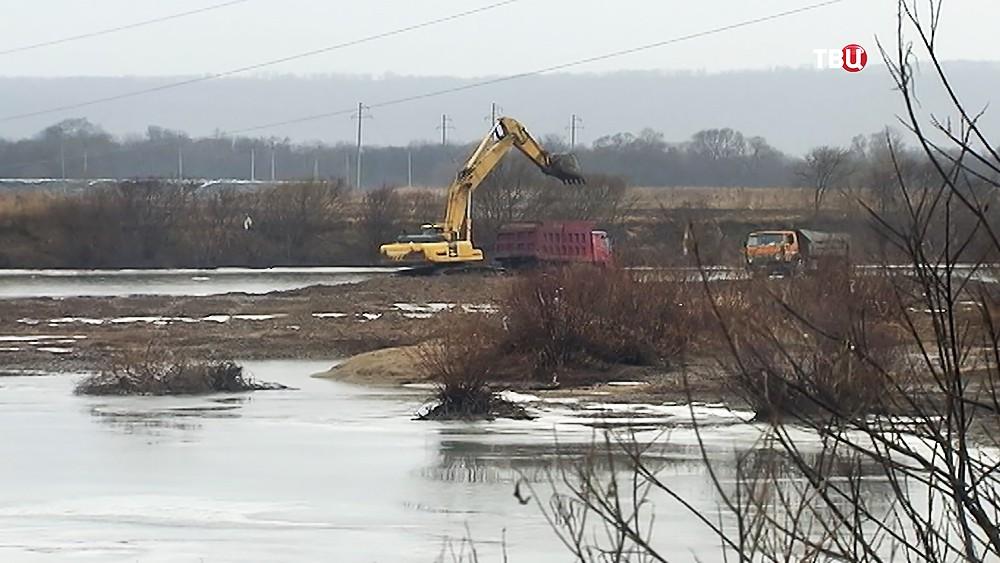 Очистка русла реки