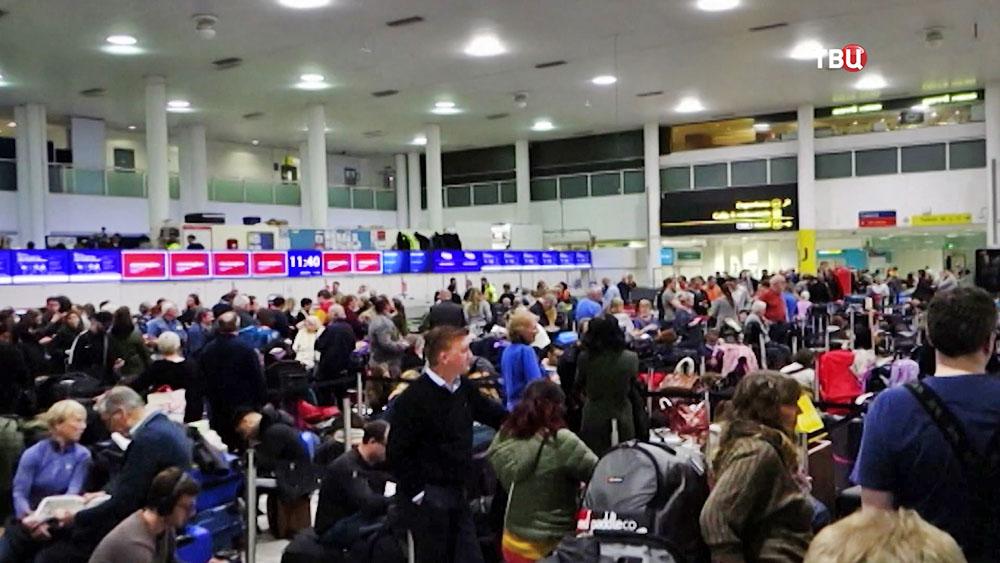 Пассажиры в аэропорту Лондона