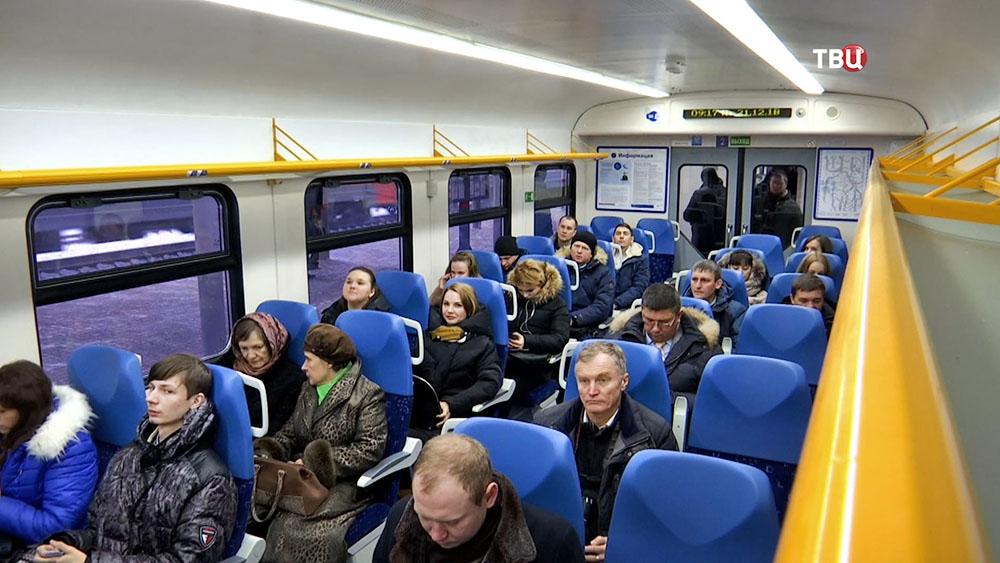 Пассажиры электрички