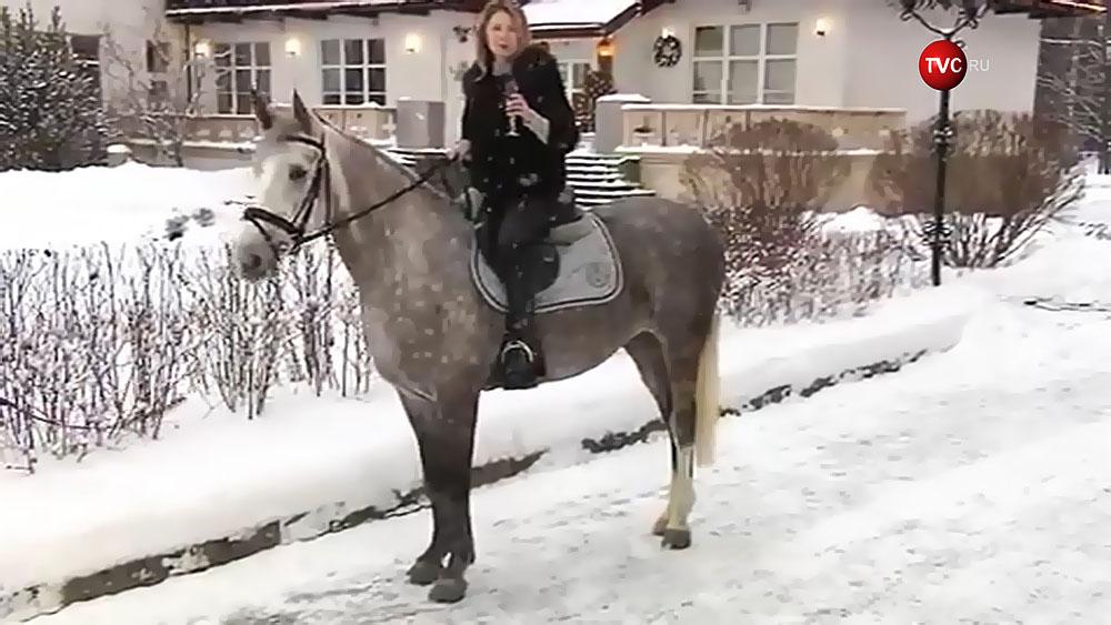 Наталья Поклонская на лошади