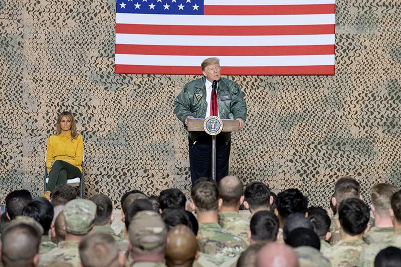 Мелания Трамп и Дональд Трамп на военной базе в Ираке