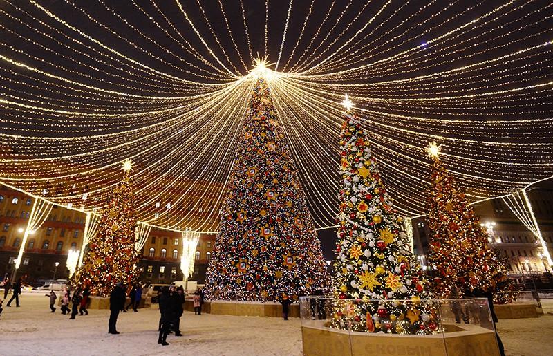 Новогодняя иллюминация на Лубянской площади в Москве