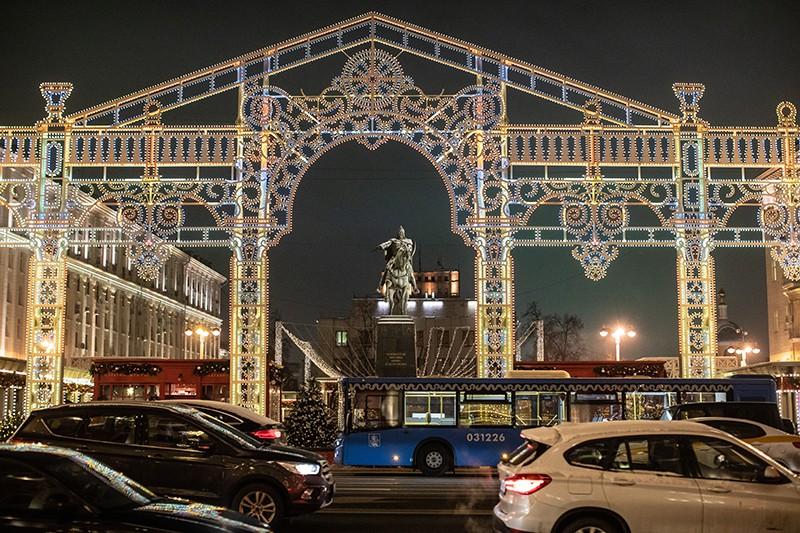 Новогодняя иллюминация на Тверской площади