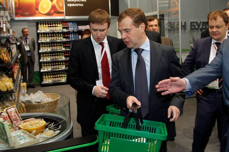 Дмитрий Медведев в магазине