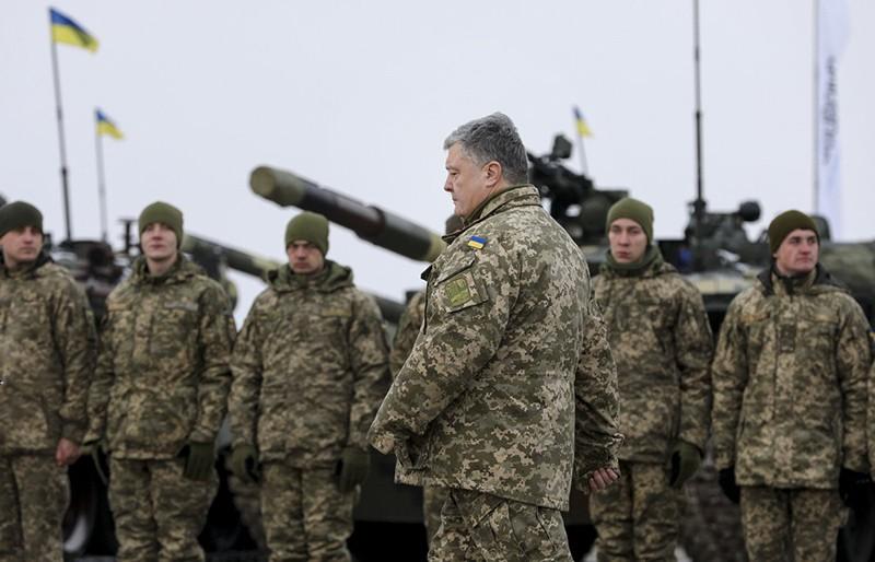 Петр Порошенко и солдаты ВСУ