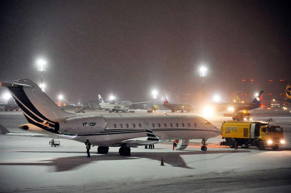 Последствия снегопада в аэропорту