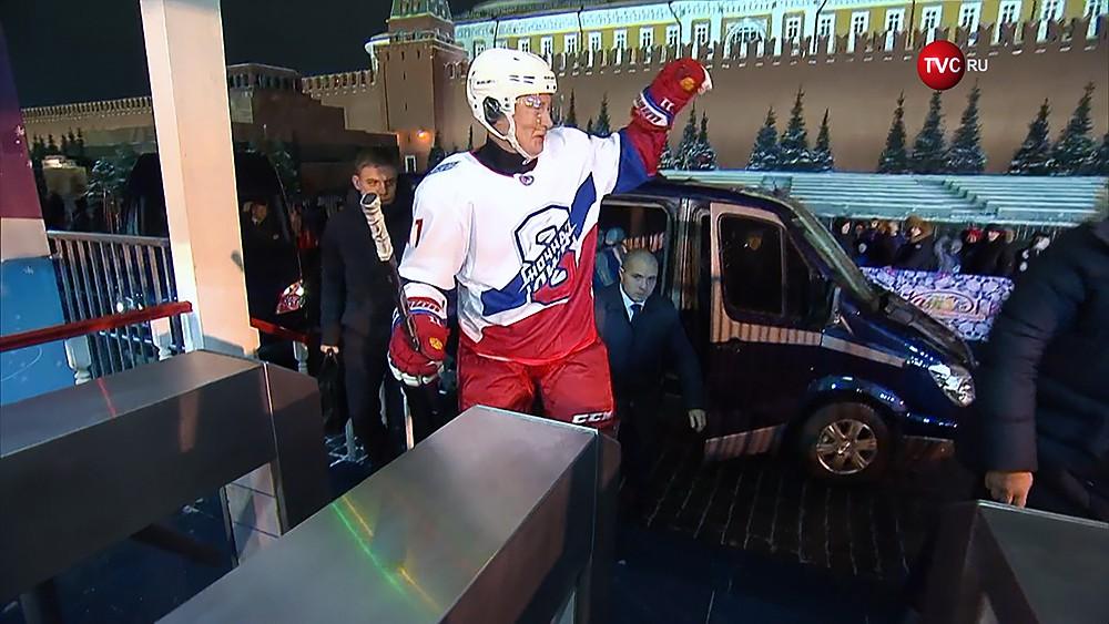 Владимир Путин в хоккейной форме на Красной площади