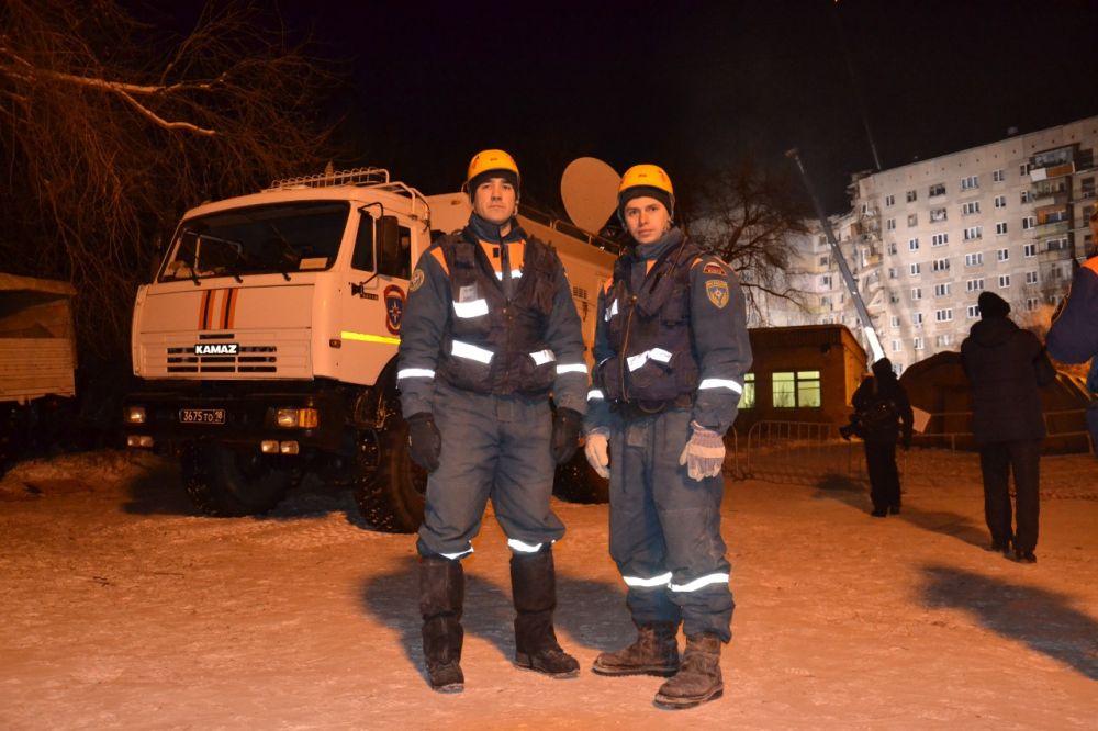Андрей Вальман и Петр Гриценко — сотрудники МЧС, спасшие младенца в Магнитогорске
