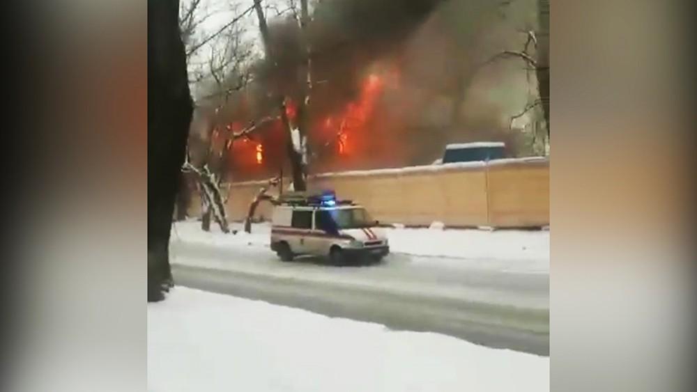 Возгорание ангара на востоке Москвы