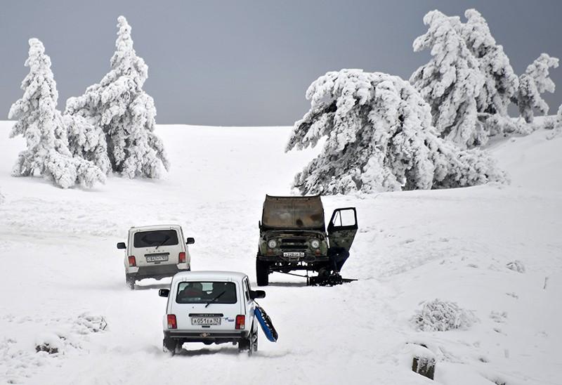 Заснеженная дорога на плато Ай-Петри в Крыму