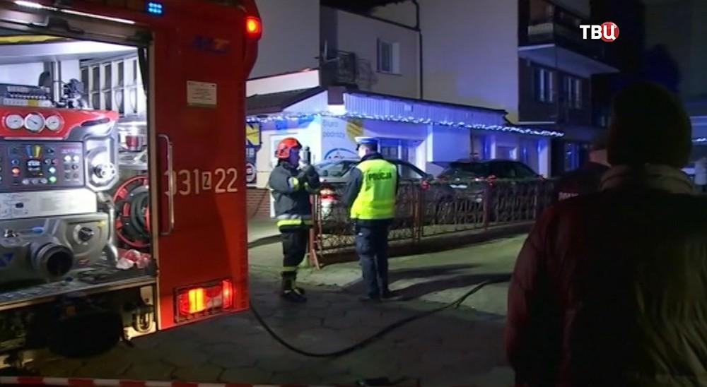 Кошалин, Польша. Полиция и пожарные на месте происшествия