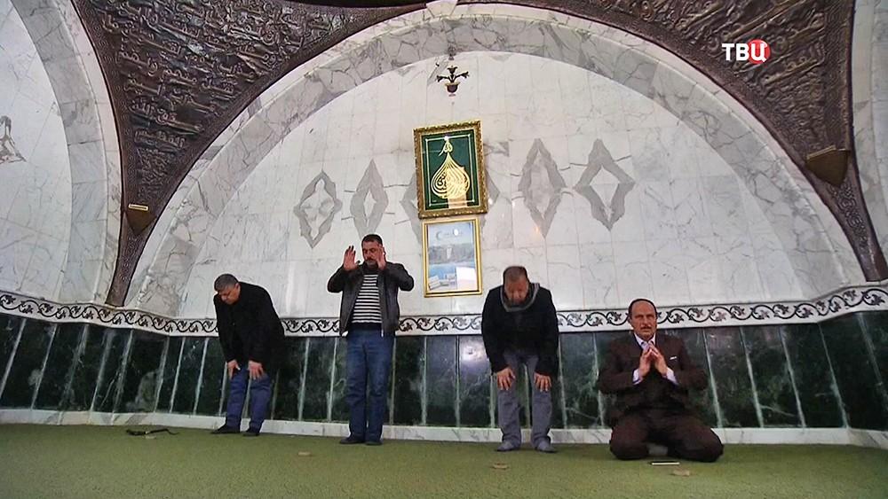 Поломники у гробницы Авеля в Сирии