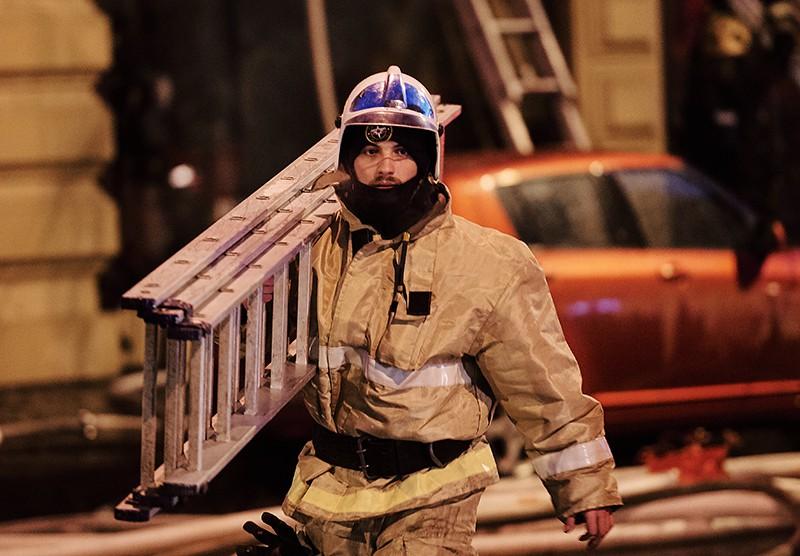 Сотрудник противопожарной службы МЧС