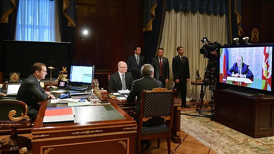 Дмитрий Медведев во время совещания в режиме видеоконференции по ликвидации последствий взрыва газа в доме в Магнитогорске