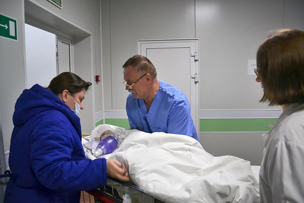 Ваня Фокин, спасенный из-под завалов жилого дома в Магнитогорске, в больнице