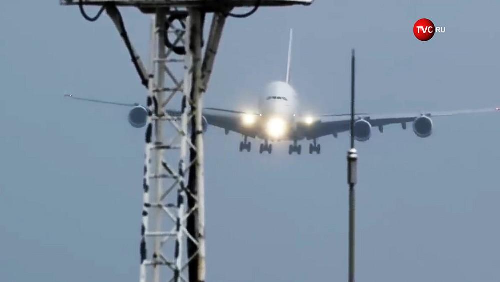 Посадка самолета во время штормового ветра
