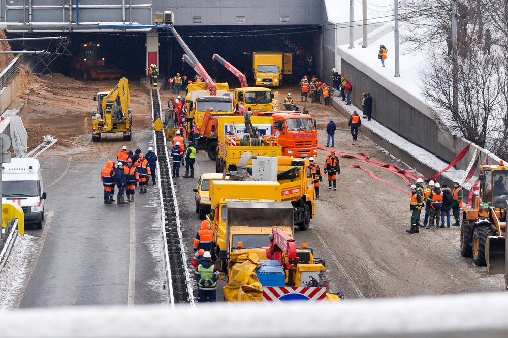 Ликвидация последствий разлива воды из канала им. Москвы в районе Тушинского тоннеля