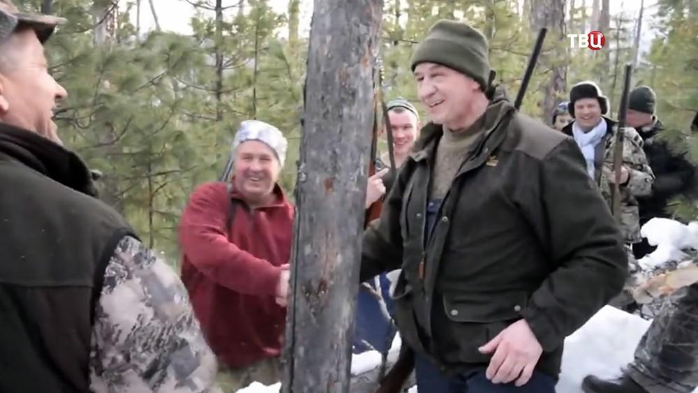 Губернатор Иркутской области Сергей Левченко во время охоты на медведя