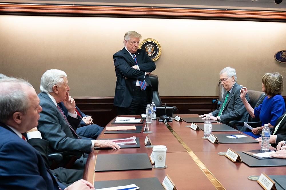 Дональд Трамп на совещании