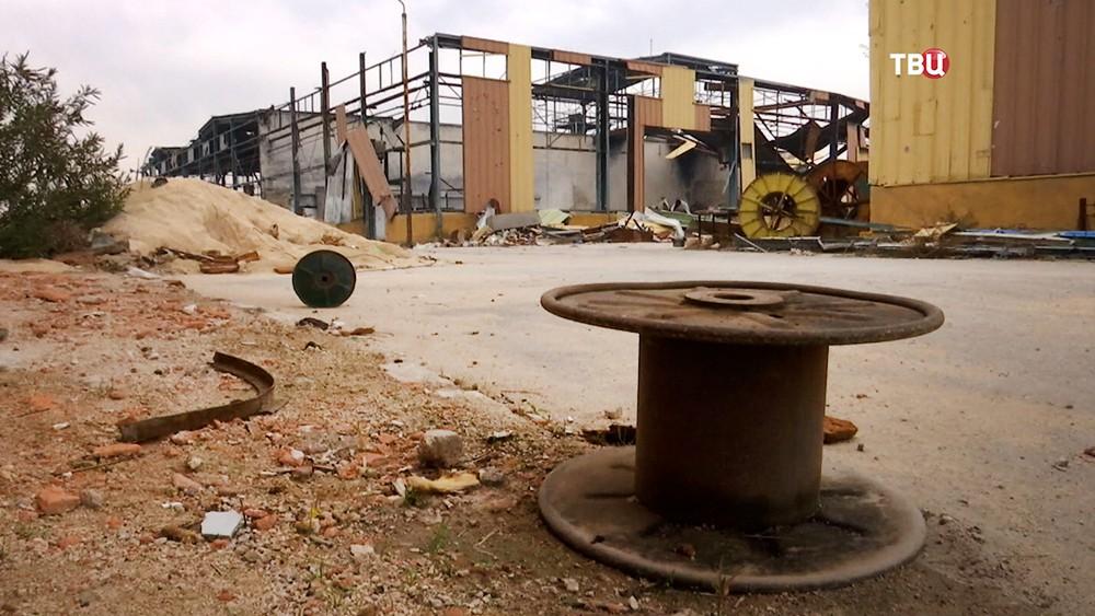 Разрушенный завод в Сирии