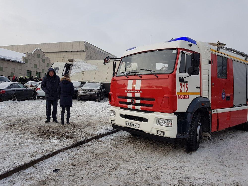 Последствия ДТП с участием грузового автомобиля на МКАД