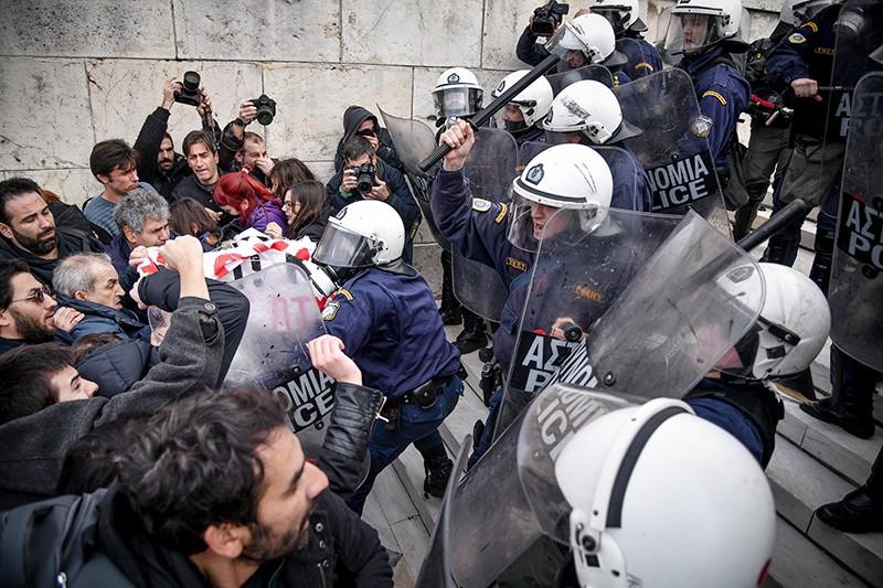 Полиция Греции разгоняет митингующих