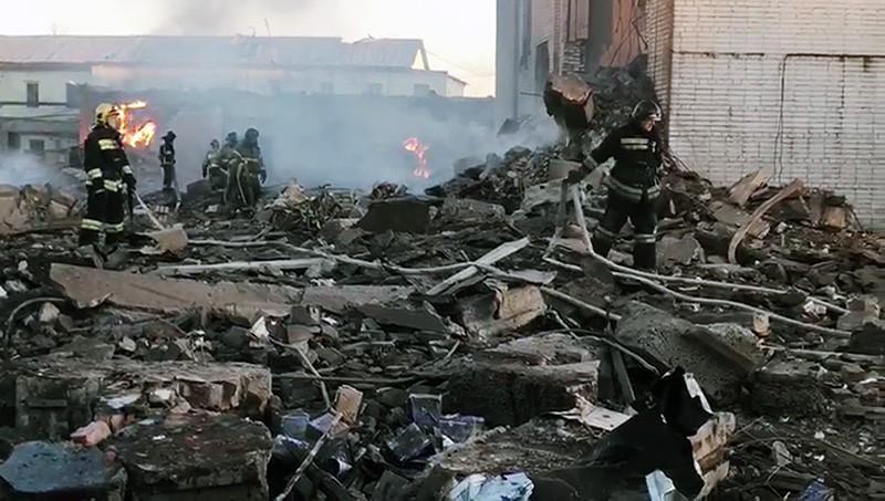 Спасательные подразделения МЧС на месте взрыва