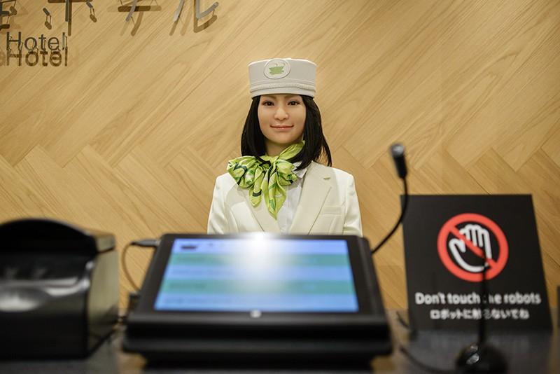 Сотрудник-робот в японском отеле