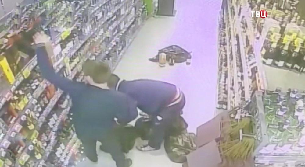 Кадр ограбления магазина в Химках
