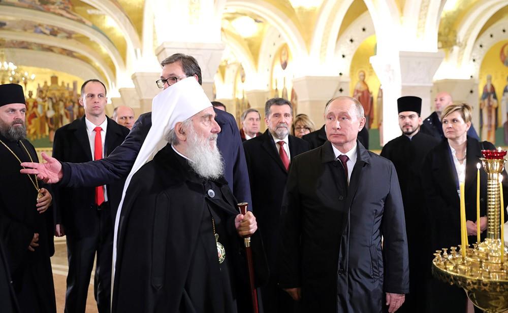 Владимир Путин в храме Святого Саввы в Белграде