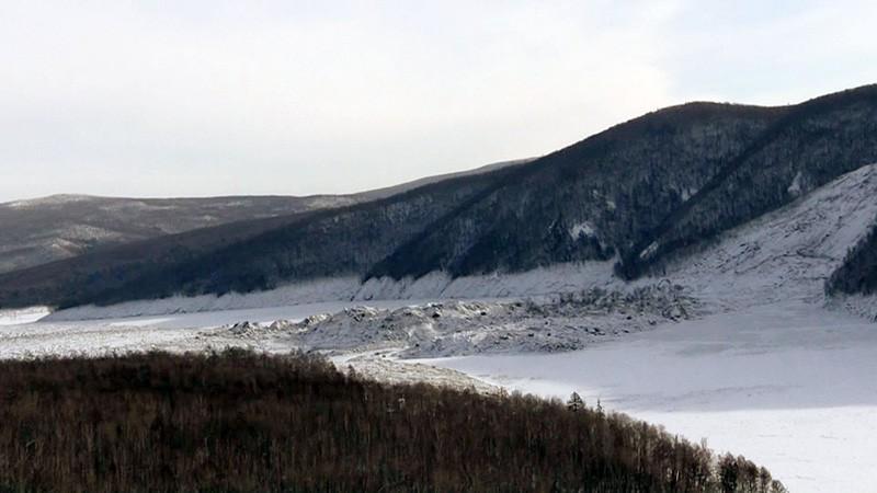 Сход грунта в реку Бурея в Хабаровском крае