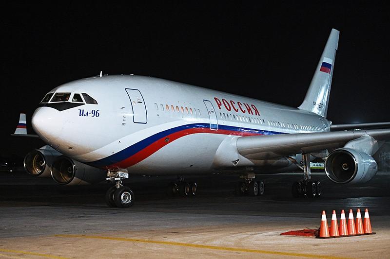 """Самолет Ил-96-300 авиаотряда """"Россия"""""""