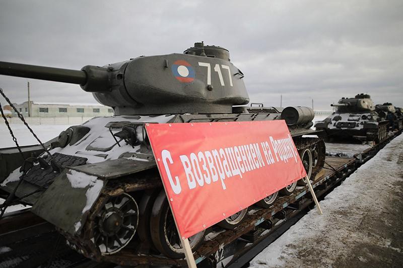 Прибытие эшелона с танками Т-34 в Московскую область