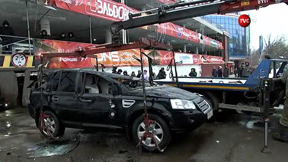 В Одинцове машина с пассажирами рухнула с парковки