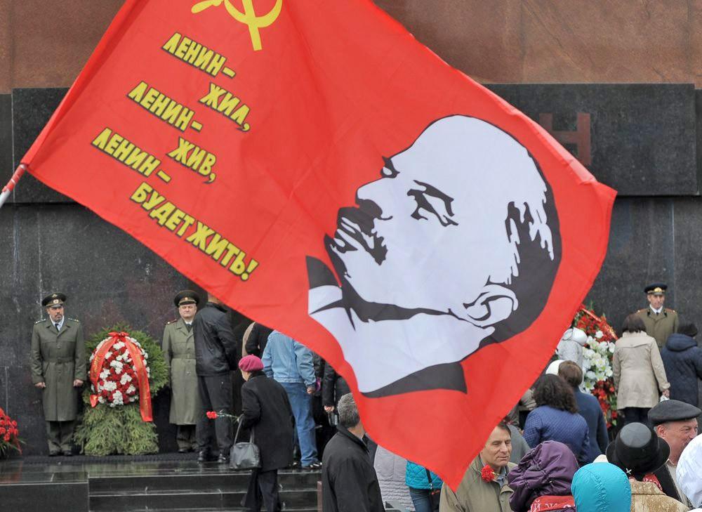 Возложение цветов к Мавзолею Владимира Ленина