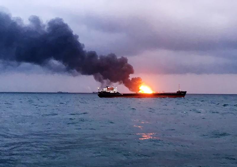 Пожар на судне в Керченском проливе