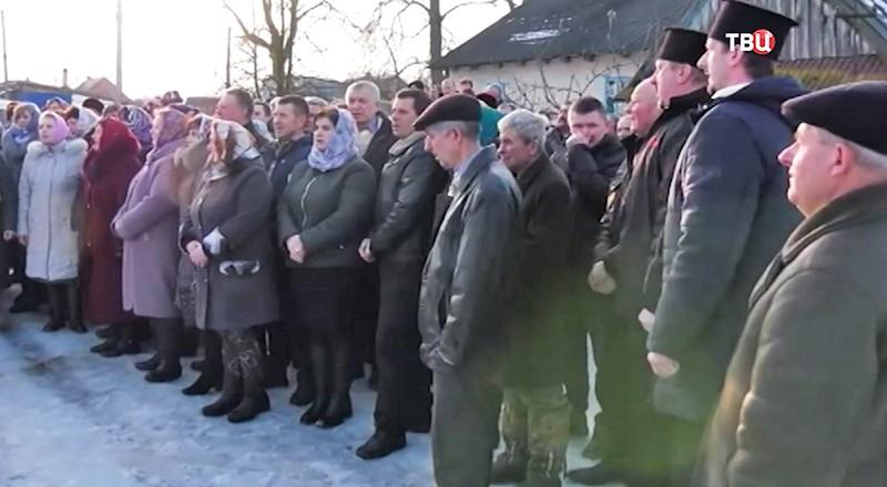 Прихожан Украинской Православной церкви выгнали на улицу