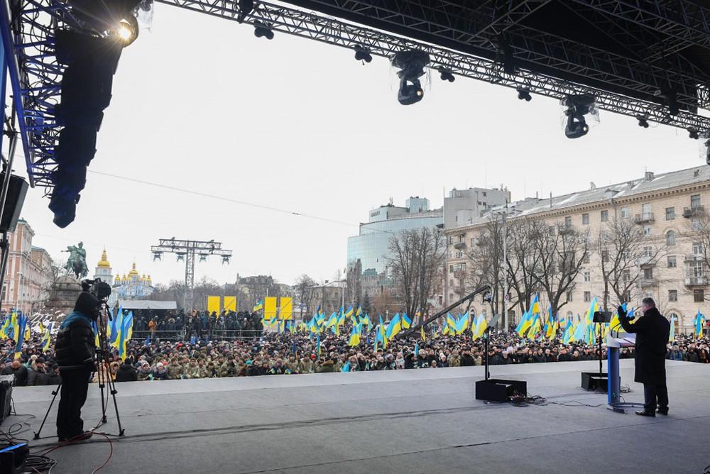 Пётр Порошенко выступает на митинге