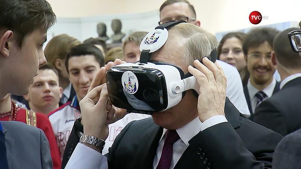 Владимир Путин в шлеме виртуальной реальности