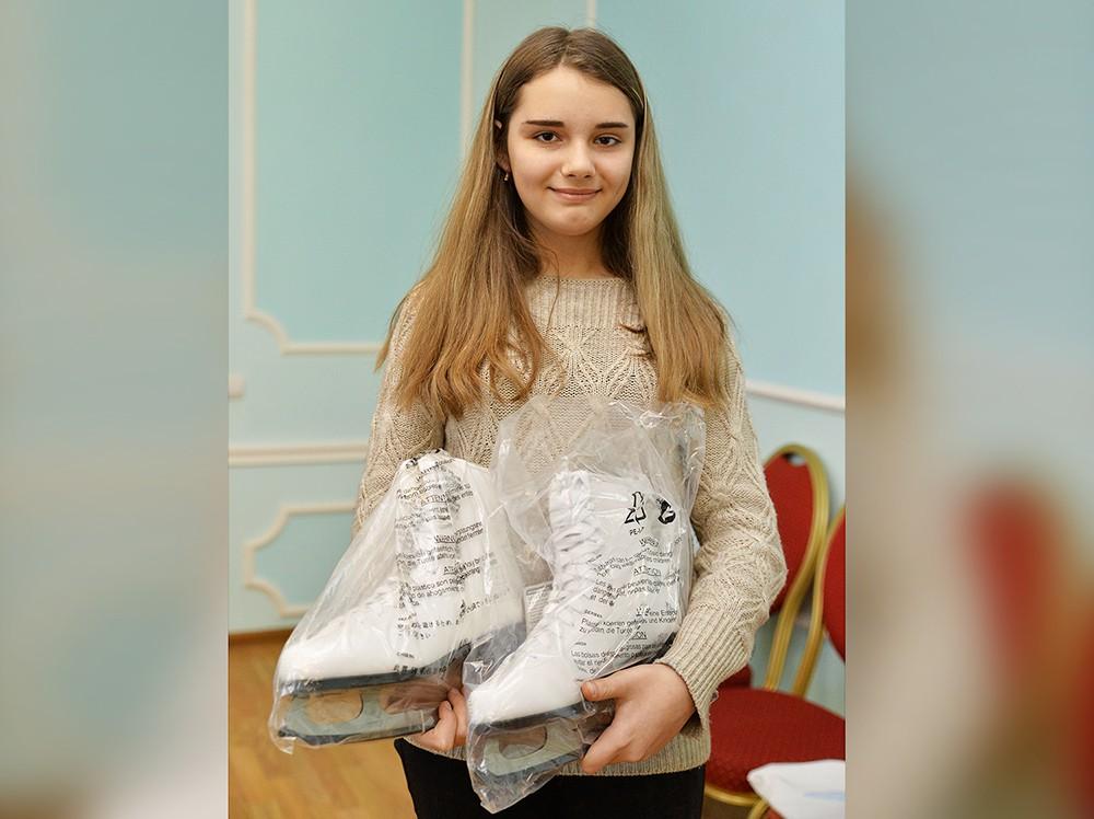 Настя Парыгина получила в подарок от Владимира Путина коньки