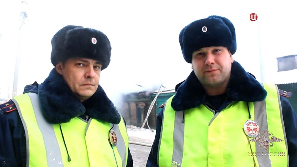 Инспекторы ГИБДД Иркутска спасшие детей из пожара