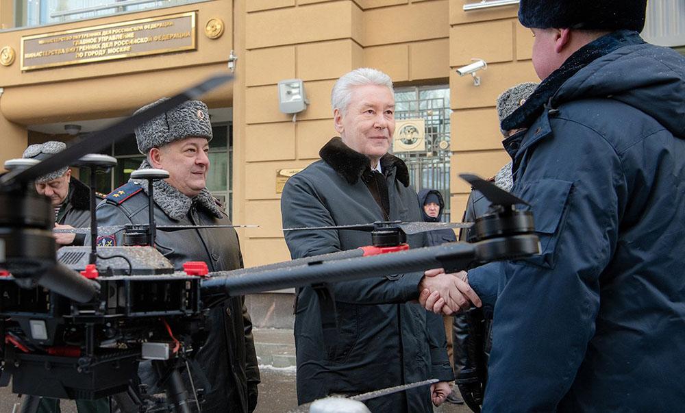 Сергей Собянин у здания главного управления МВД