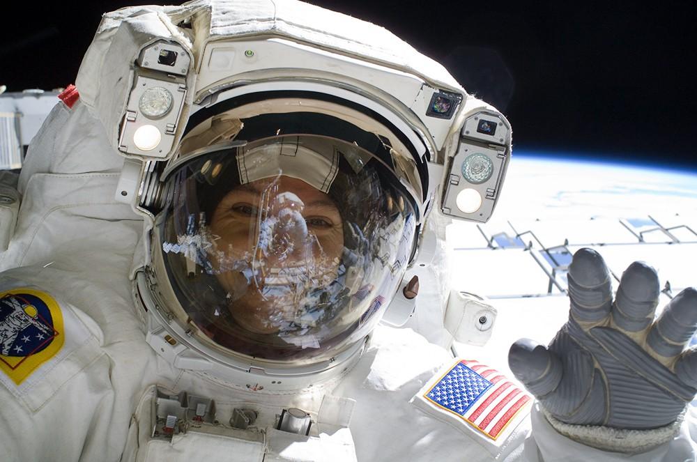 Астронавт США в открытом космосе