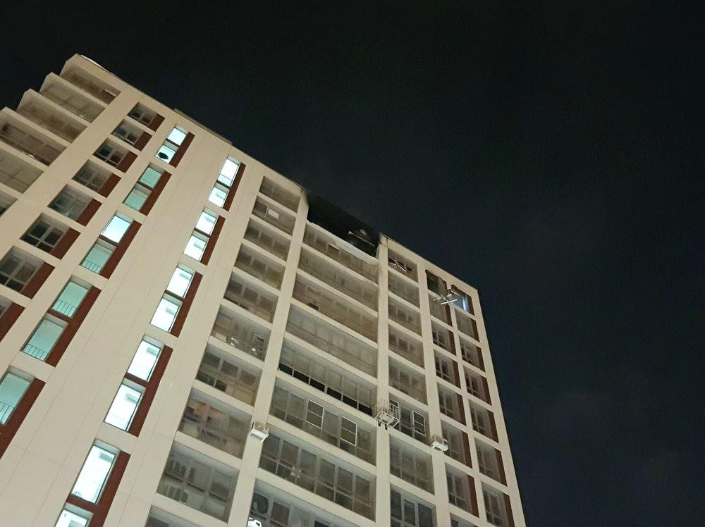 Последствия пожара в жилом доме в Балашихе