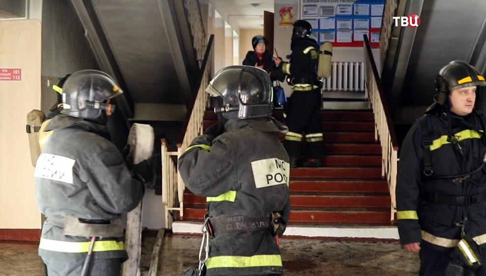 Пожарные в школе