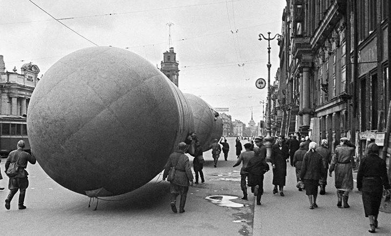Установка аэростатов в блокадном Ленинграде