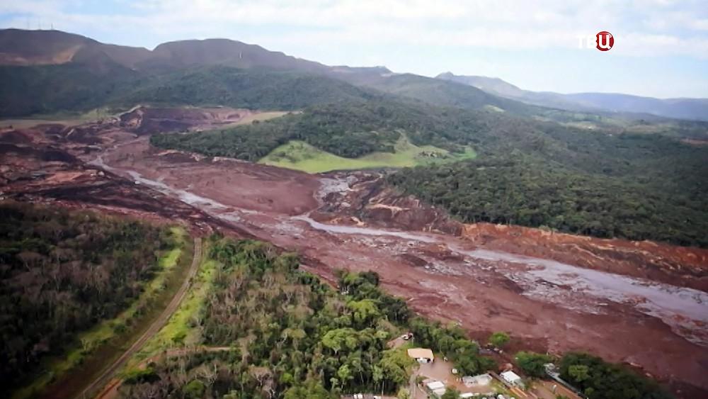 Последствия прорва дамбы в Бразилии
