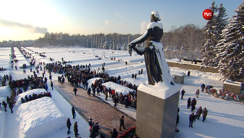 Монумент Родина-Мать в Санкт-Петербурге